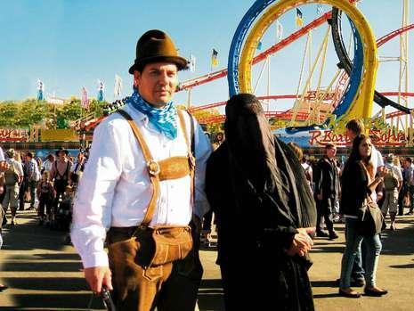 [Image: 1-a-broder-in-burka-18339403-mfbqtemplat...ght349.jpg]