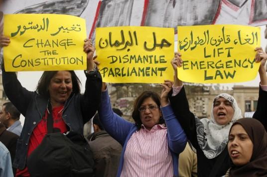 Auflösung des Parlaments - Änderung der Verfassung - Abschaffung des Ausnahmezustandesgesetzes