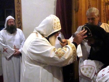 Mönch erhält Priesterweihe