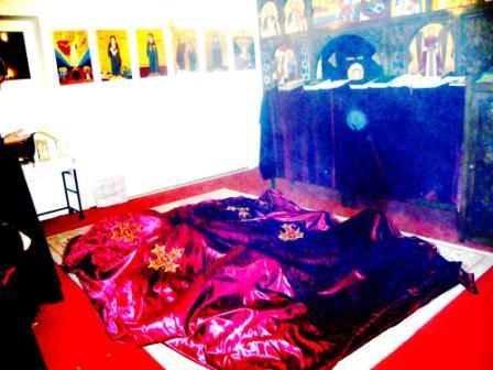 Weihe neuer Mönche in Kröfelbach