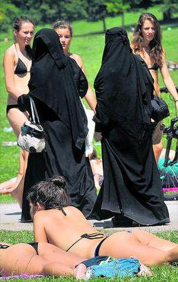 Burka und Bikini