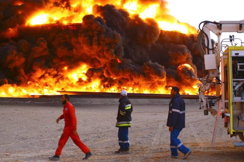 Feuer im größten Öllager Libyens