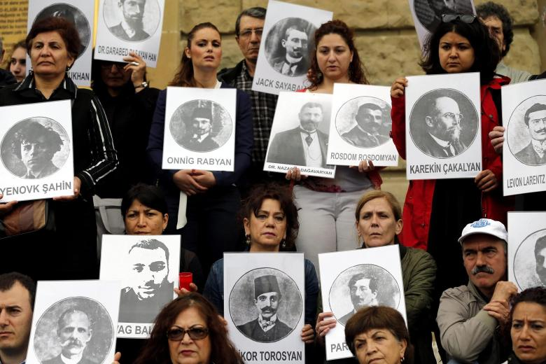 Gedenkveranstaltung in Istanbul -  Bilder von Opfern des Völkermordes